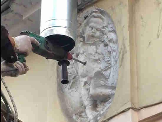 В Петербурге очередной скандал при реставрации старинного дома